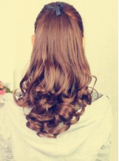 Charming Hairstyle Long Wavy Ponytail